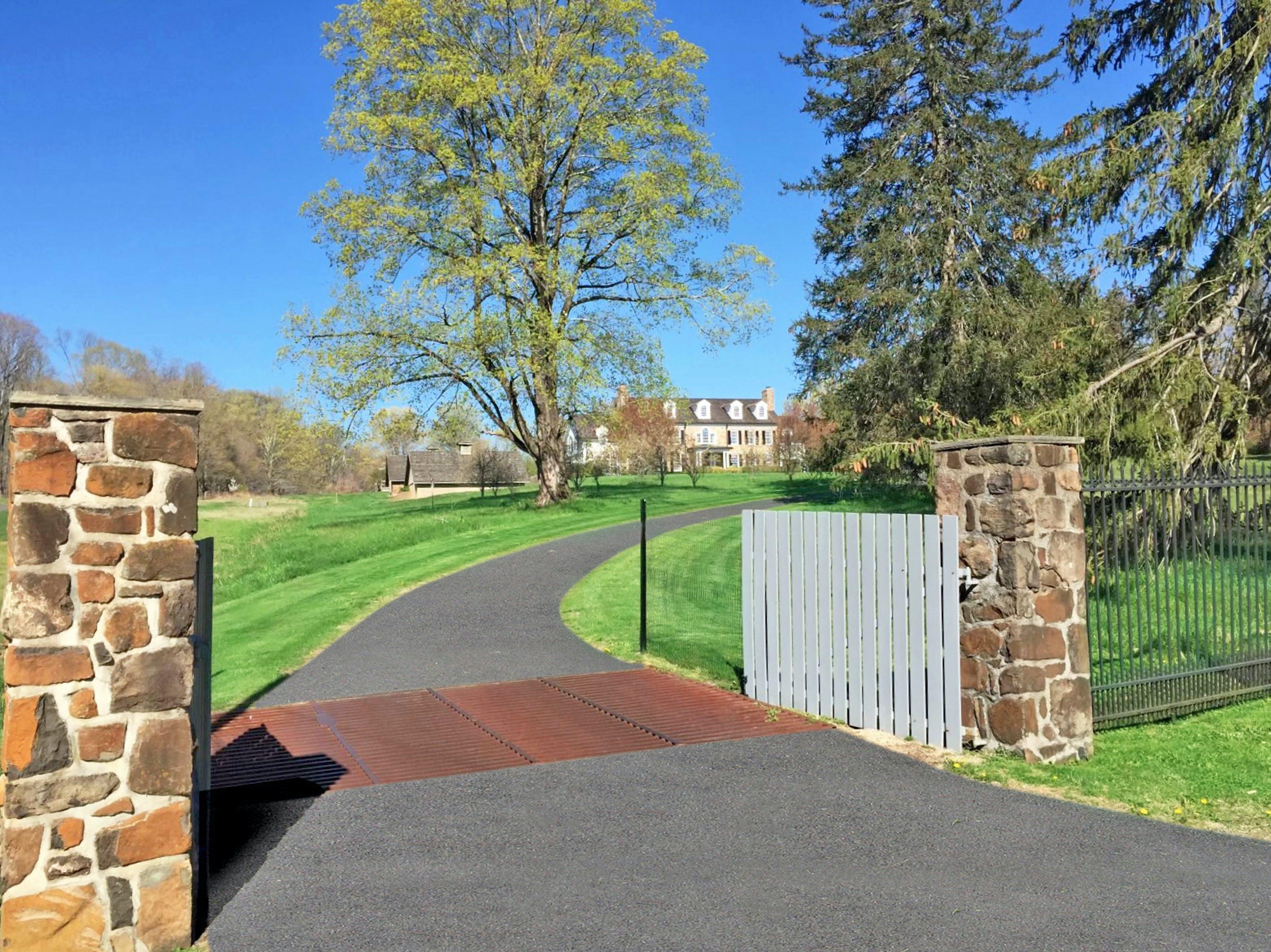 607 Spring Valley Road Entry Pillars