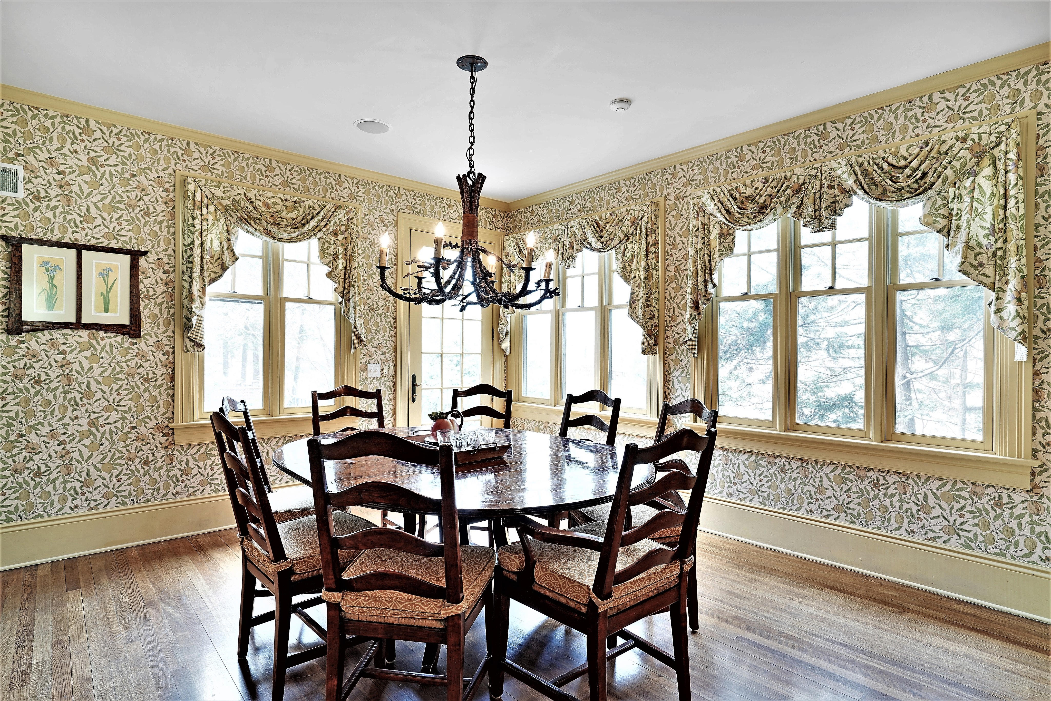 61 Hemlock Breakfast Room