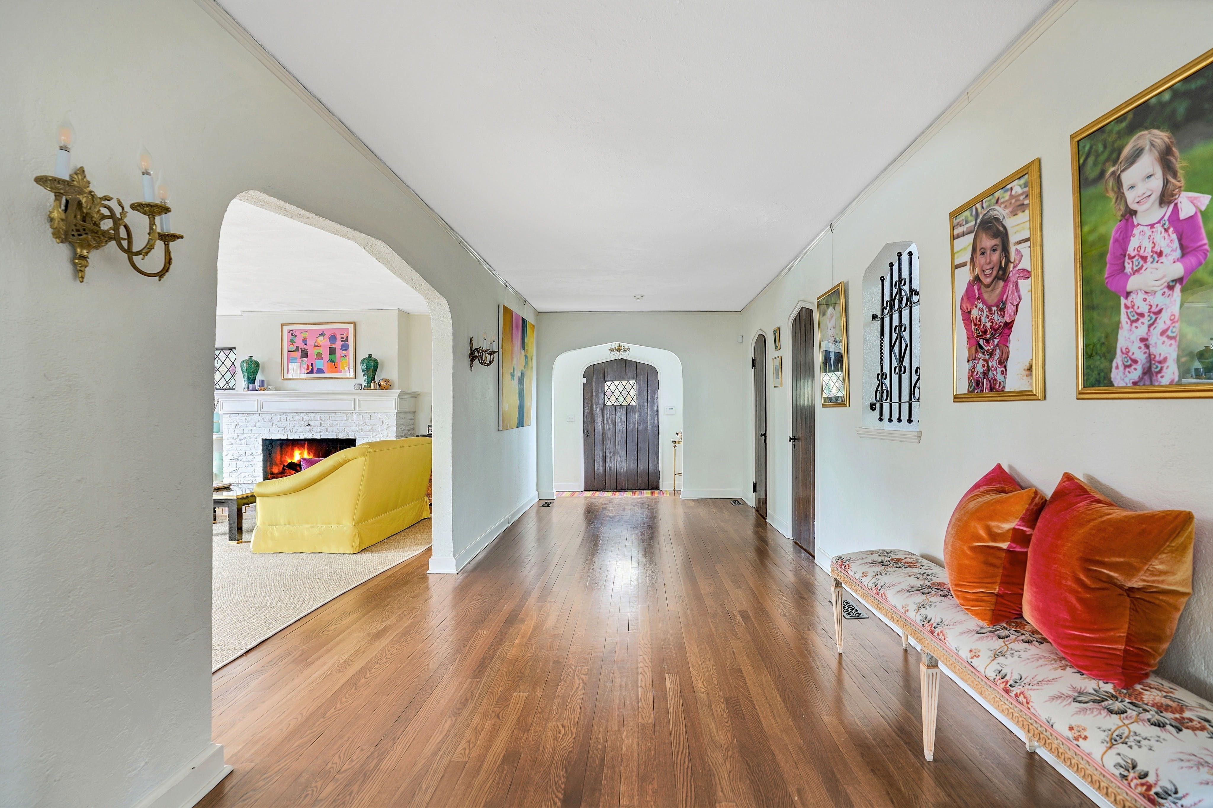 69 Edgewood Road - Foyer