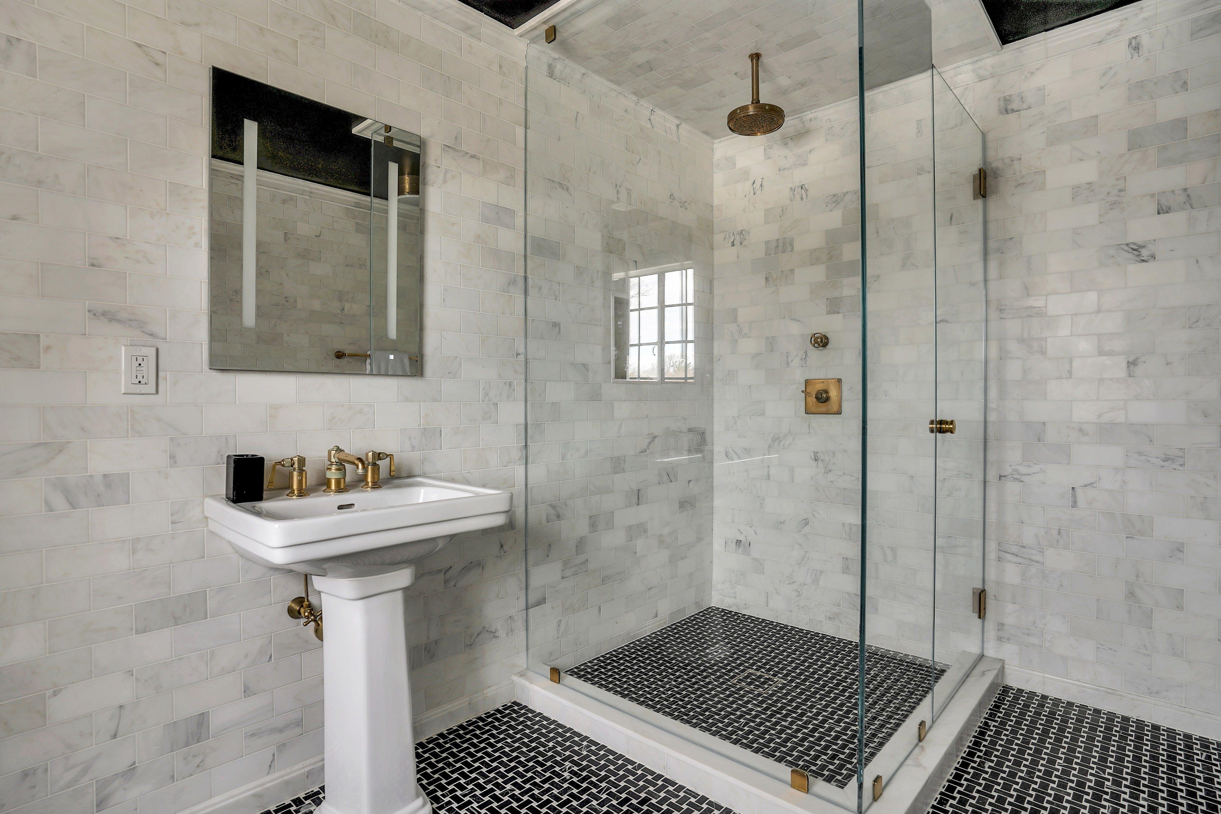 69 Edgewood Road - Third Floor Bath