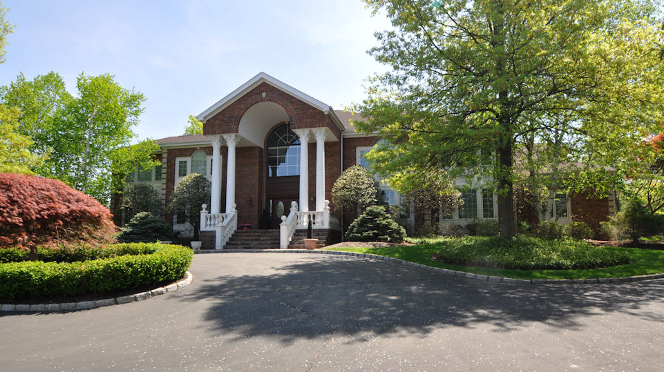 30 Westmount Drive Front Photo