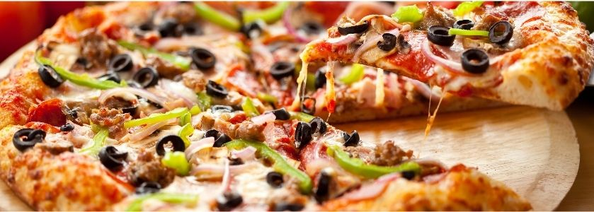 close up olive and pepper pizza