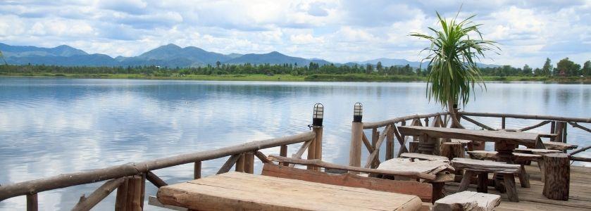 beautiful waterfront dining at mountain lake