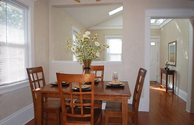 dining_room_640