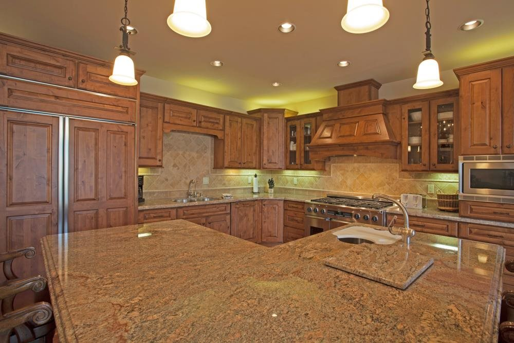 182 CANYON BLVD. GOURMET KITCHEN WITH GRANITE COUNTERS