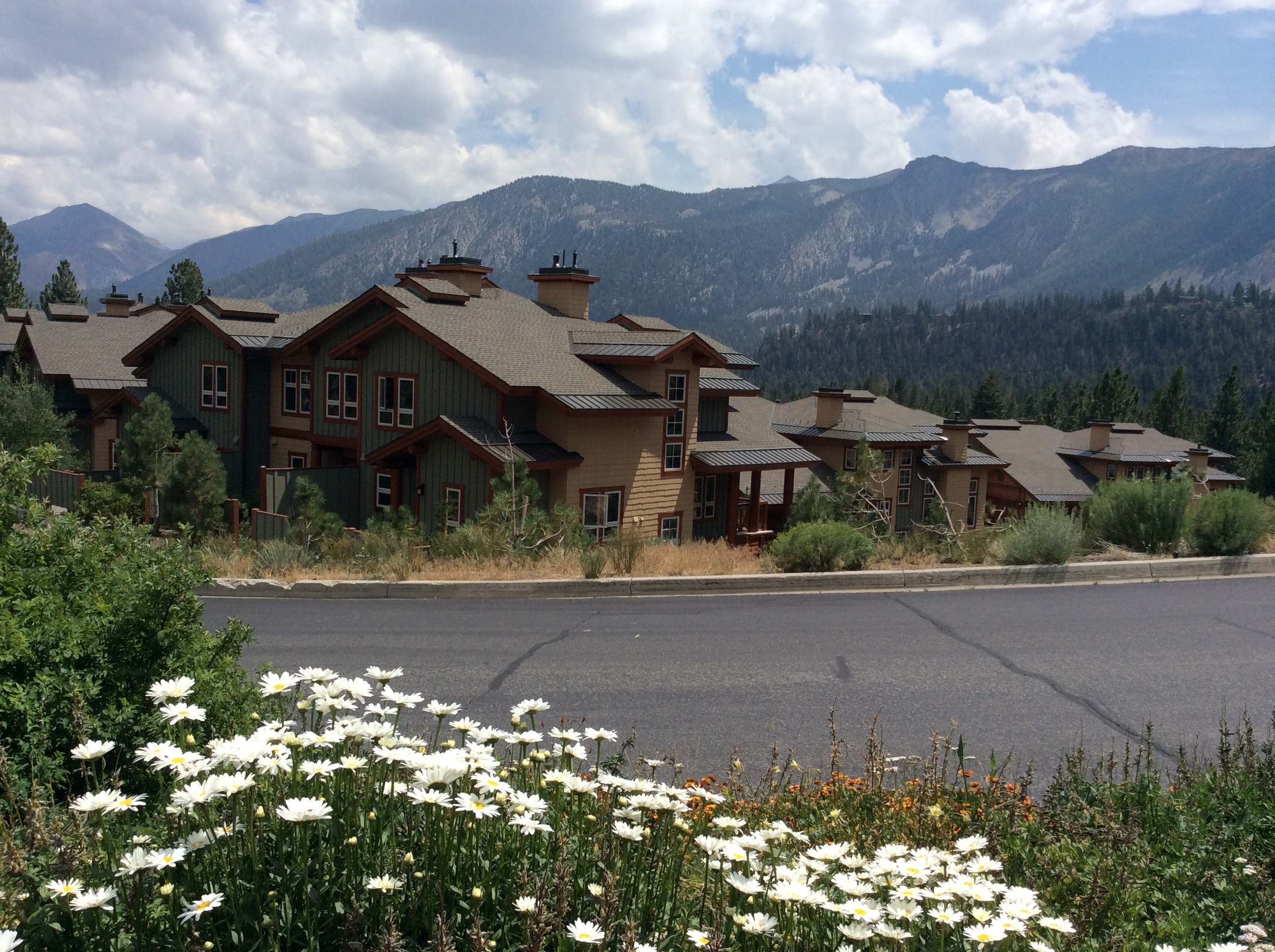 JUNIPER CREST LUXURY RENTAL TOWNHOMES