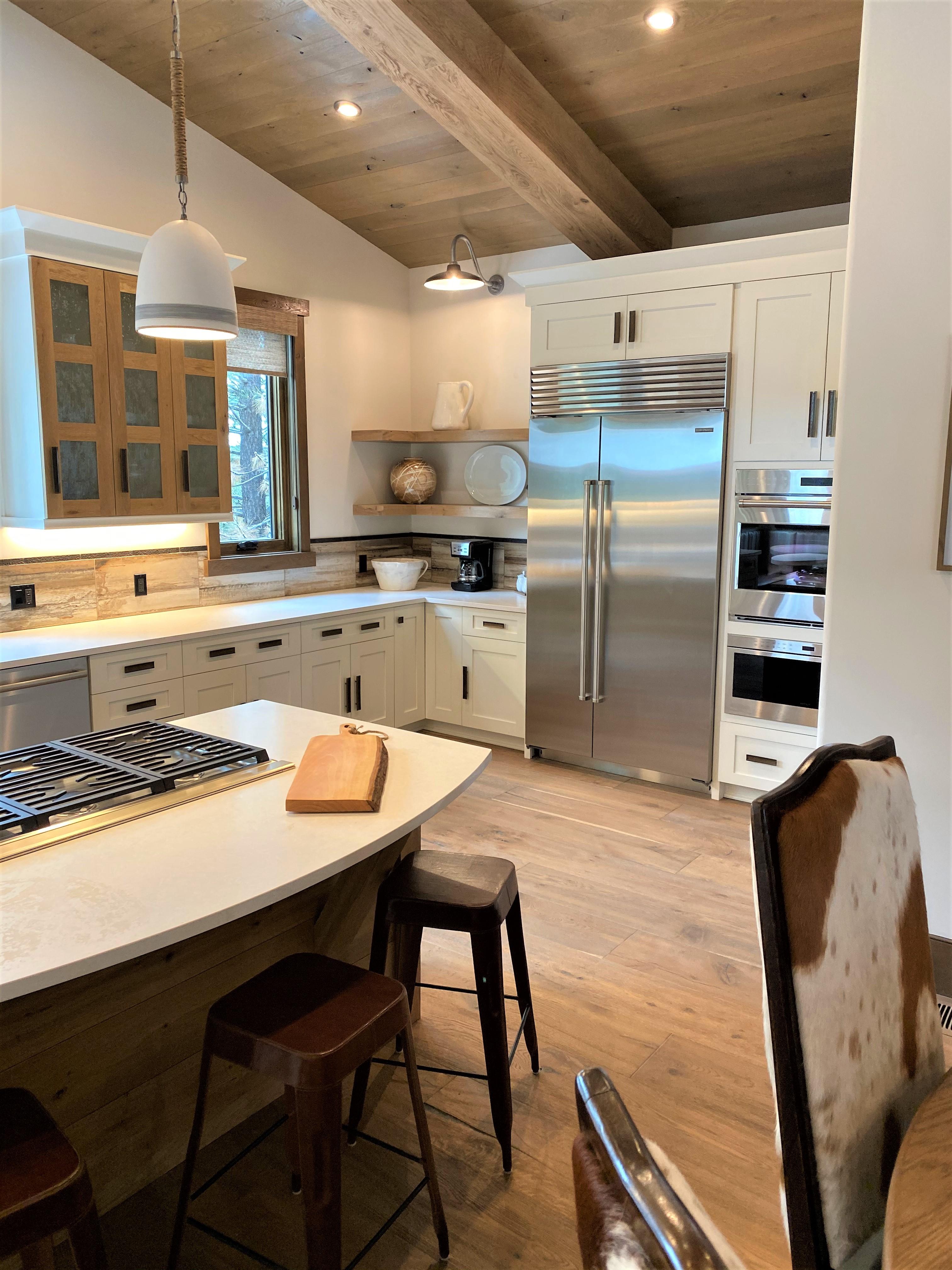 Hillside Highlands Luxury Kitchen Island with Range