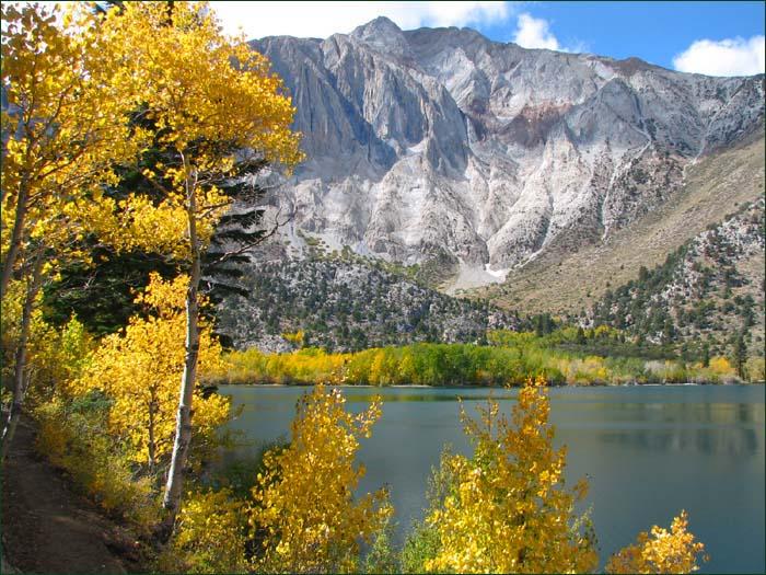 Convict Lake scenic picture of fall colors