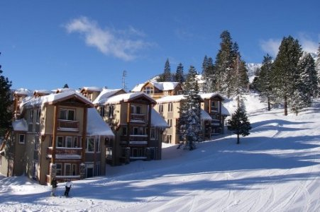 Eagle Run Condos on the slopes in winter