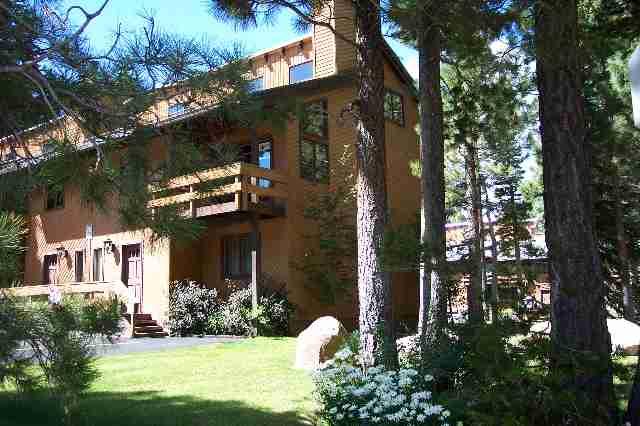 Mammoth Pines Condos Exterior