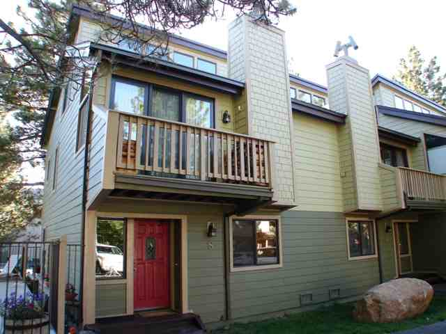Mammoth Sierra Townhomes in Town close to shopping