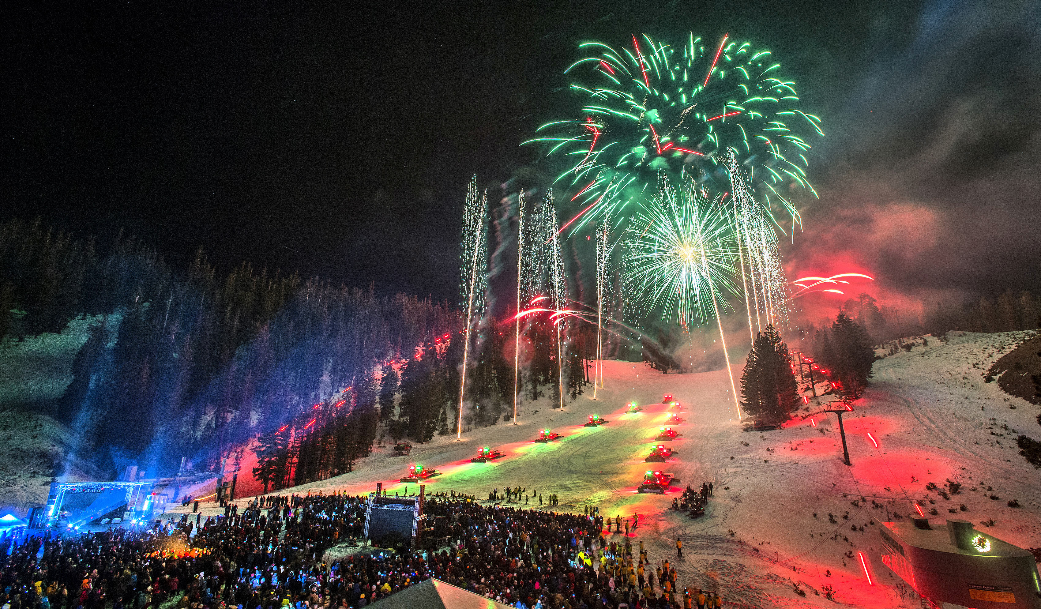 ANNUAL MAMMOTH MTN NIGHT OF LIGHTS ON THE SLOPES AT CANYON LODGE