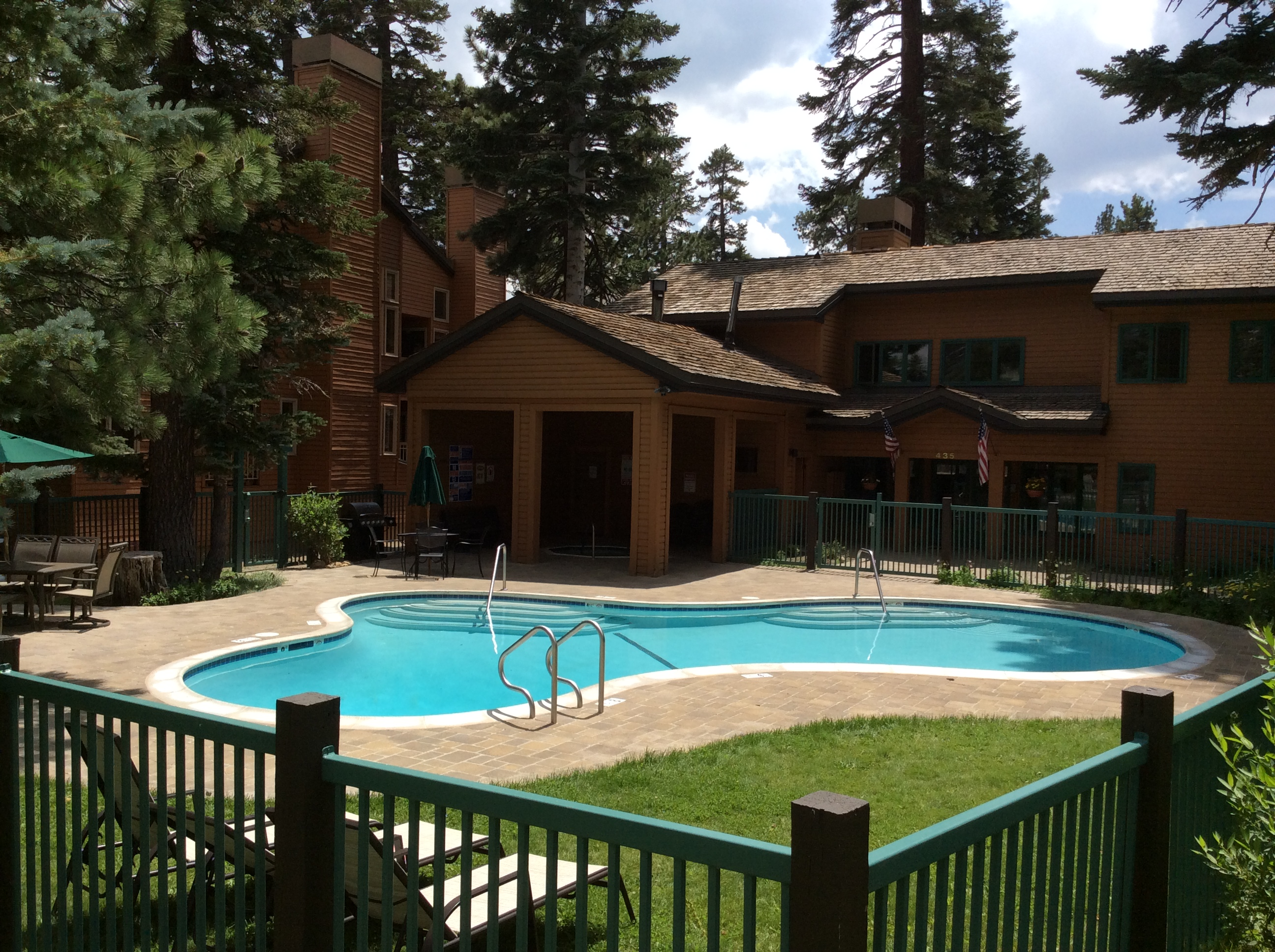 Mountainback Condos Swimming Pool in Summer