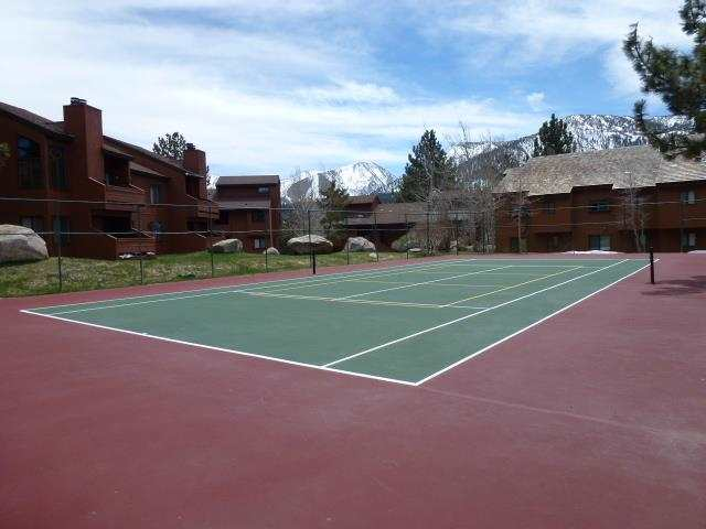 SNOWFLOWER CONDOS TENNIS COURT