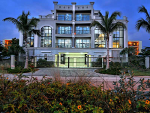 Luxury Condo located on 363 Ben Franklin Dr, Sarasota