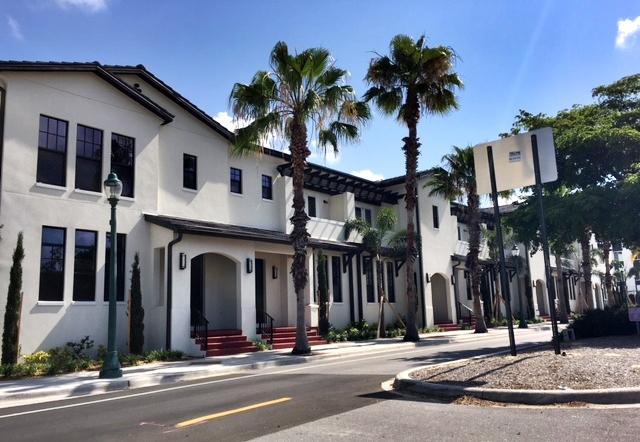 Valencia townhouses downtown Sarasota