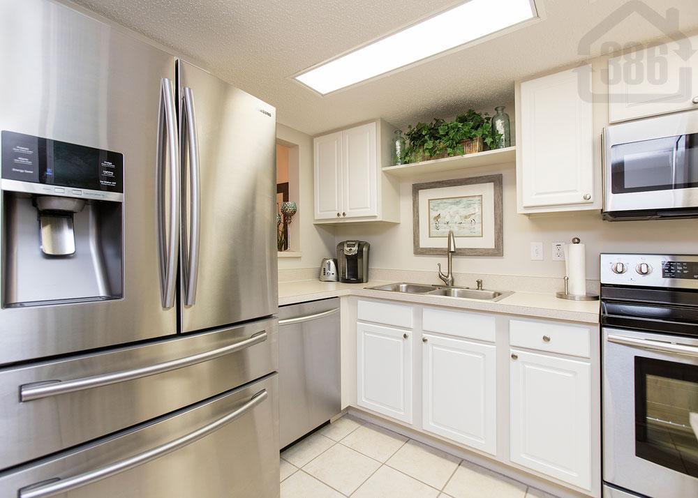 river oaks 307 kitchen