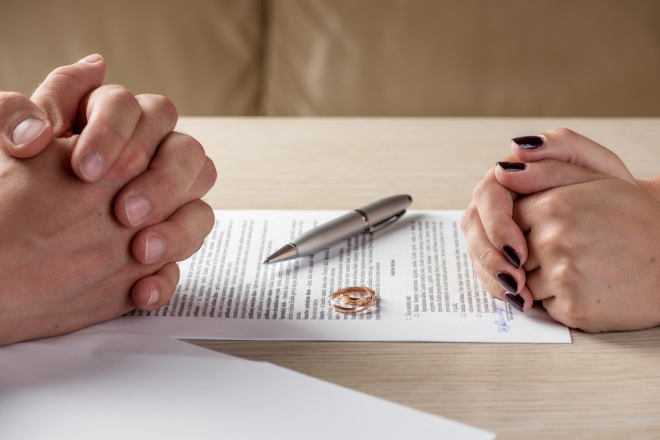 How to Sell a Home During a Divorce