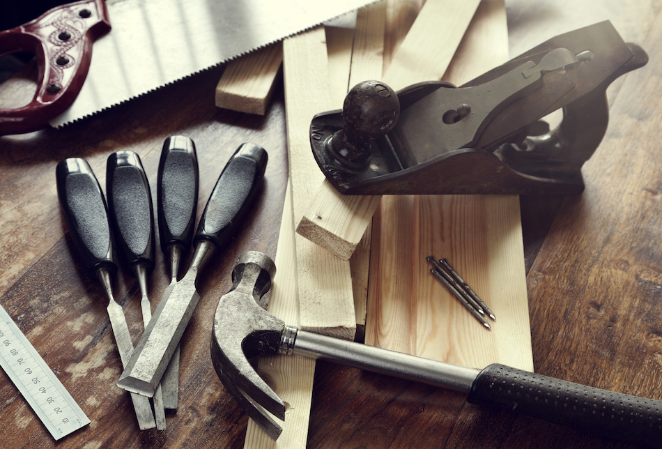Should You Renovate Yourself or Hire a Contractor?