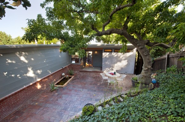 2252 Talmadge - private, bricked front couryard