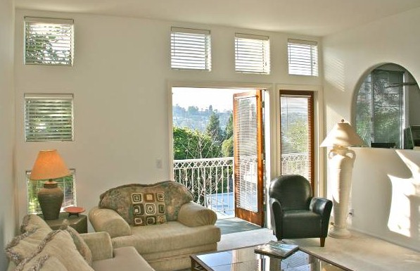 Glendale Blvd condo in Silver Lake with views of the Hollywood Sign