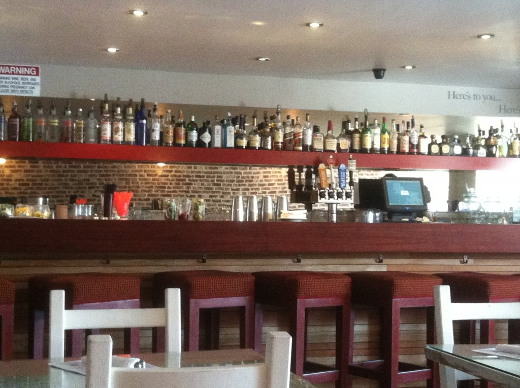 HPK  Highland Park restaurant offeres a full bar