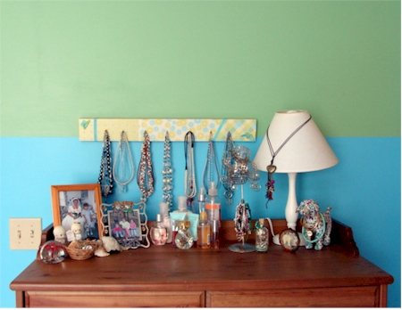 declutter rooms and use neutral colors to sell your Los Feliz home