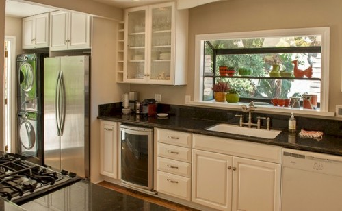 Silver Lake home with updated kitchen