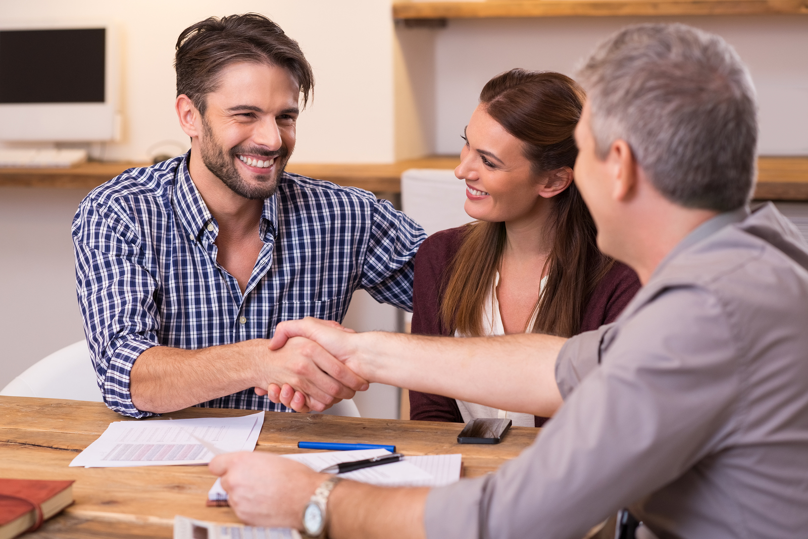 couple signing a listing agreement so the can sell their home