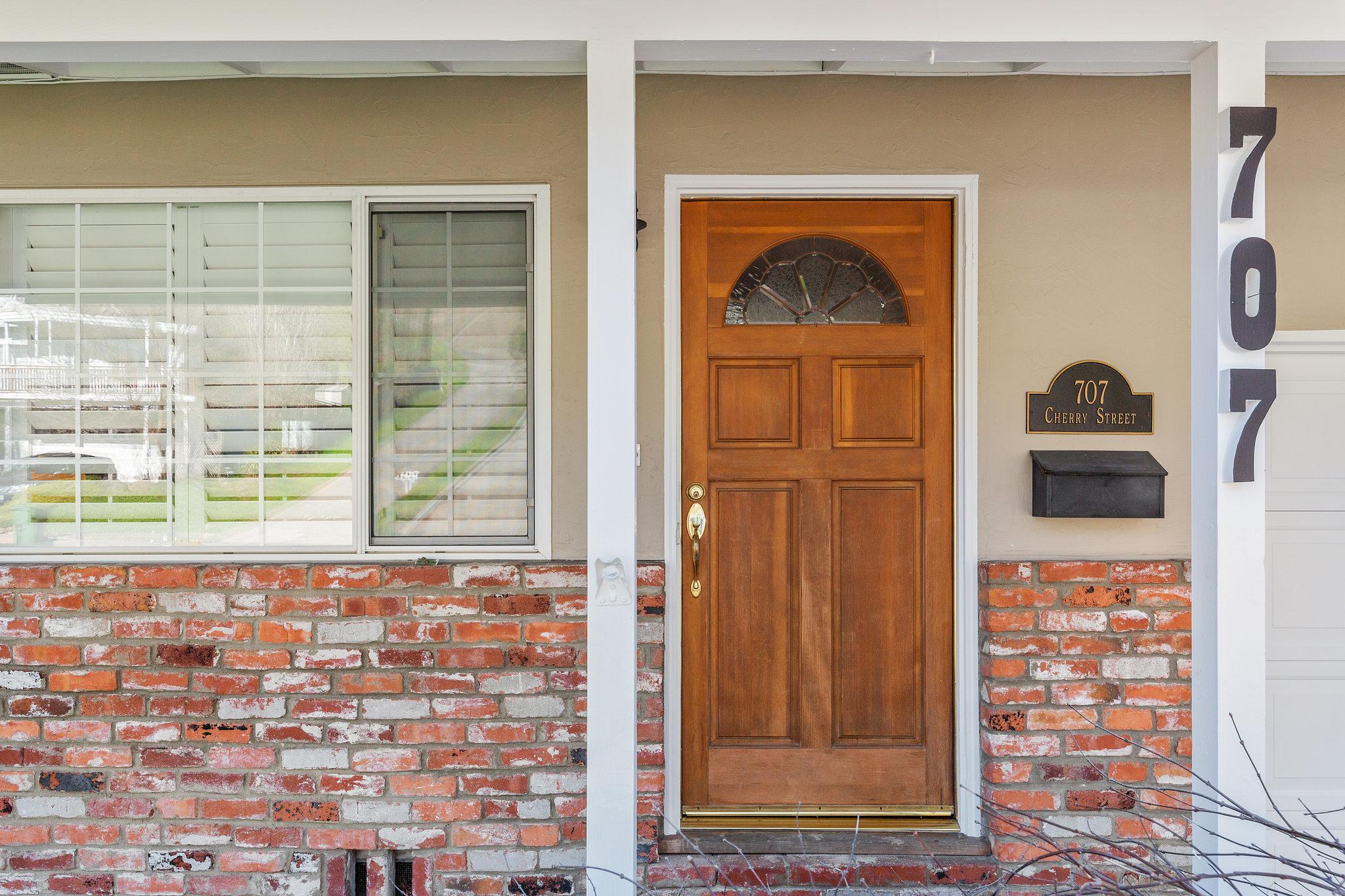 707 Cherry Street Novato Front door