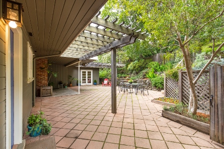 patio_hilary_davis_realtor_448