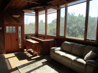 living_room_with_bank_of_windows_across_front_320
