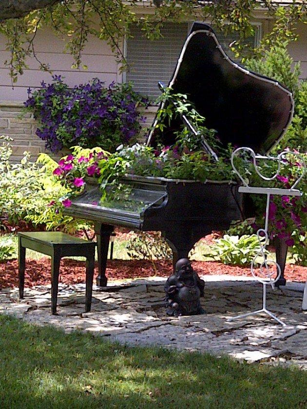 piano_container_garden_840.