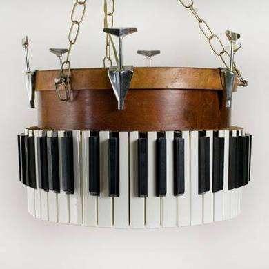 pianochandelier_390