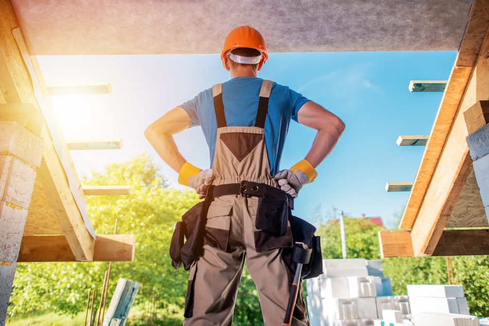 Should You Hire a Professional Contractor or DIY Home Improvement Projects?