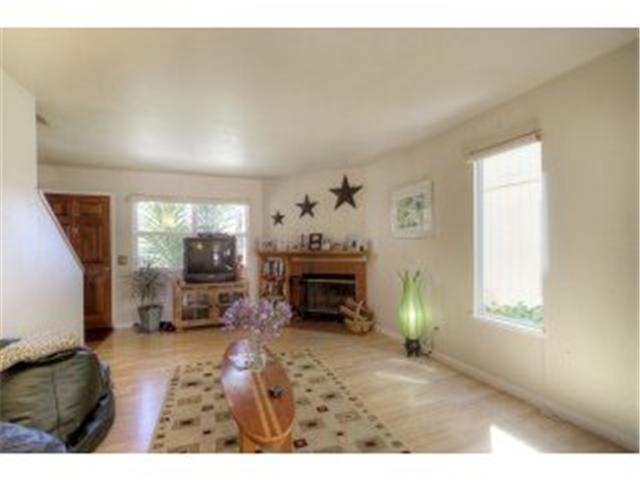Andrew-Lane-Townhomes-living-room