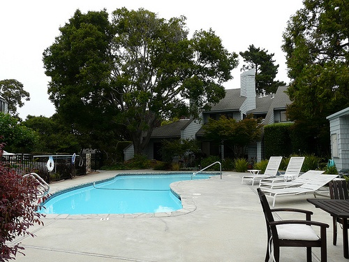 harbor_knolls_condos-pool