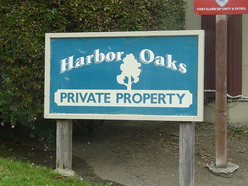 harbor_oaks-sign