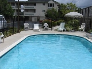 river_street_place-condo-pool