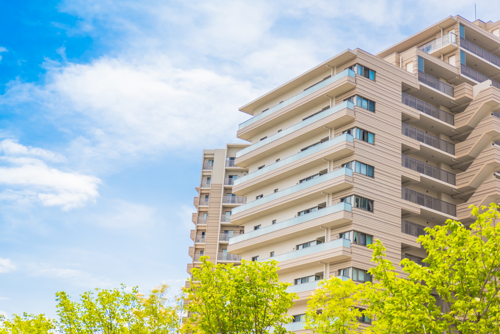 Is Buying a Single-Family Home or a Condo the Right Choice?