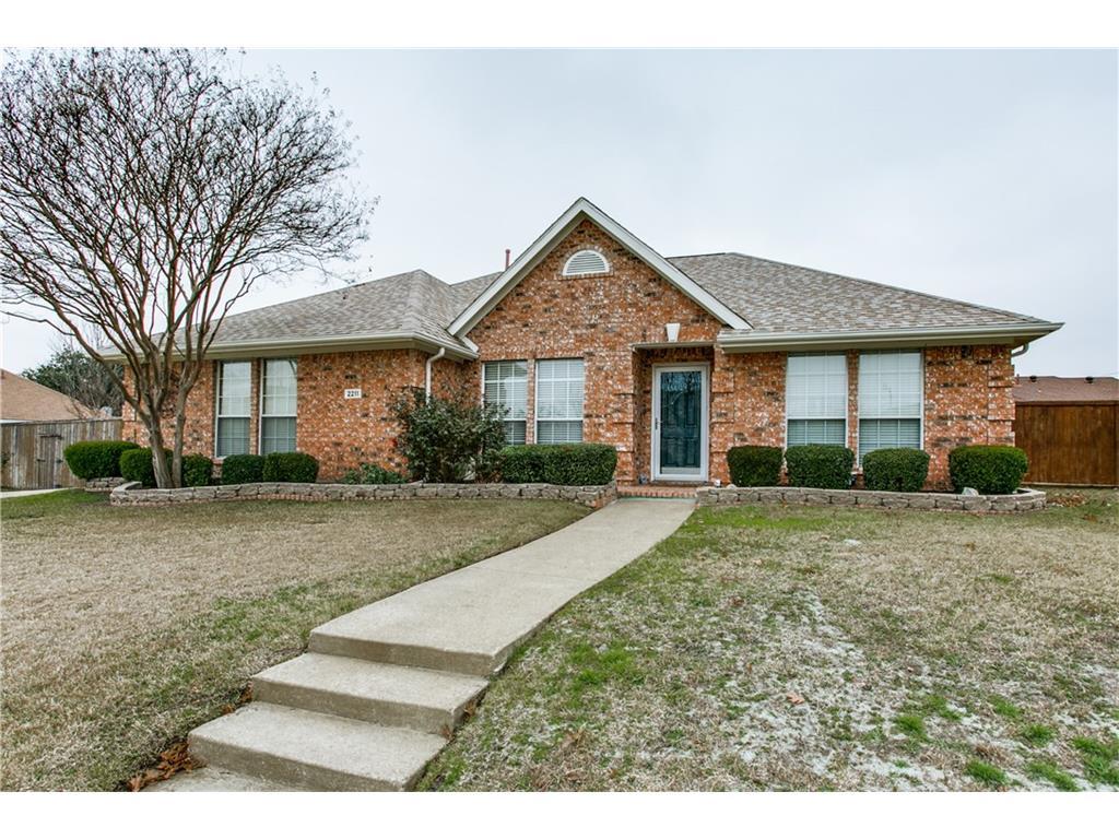 Homes for Sale in McKinney, TX - 2211 Ridgewood Dr. McKinney, TX 75071