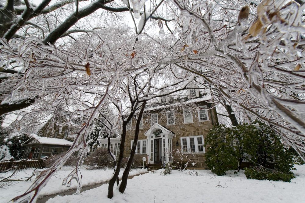 How to Stay safe in an Ice or Snow Storm
