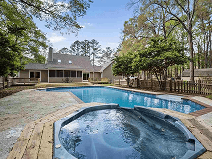 Swimming pool home in the 32309 zip code