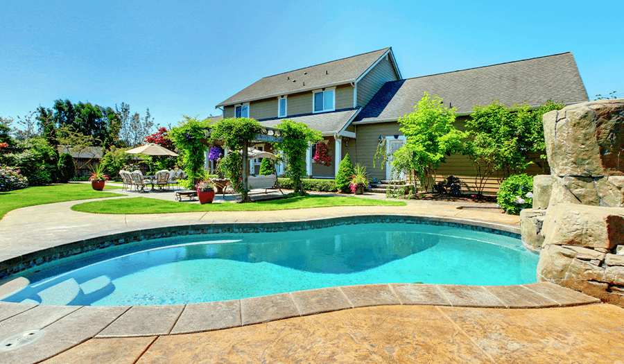 6 Tips for Selling a Luxury Home Pool Image
