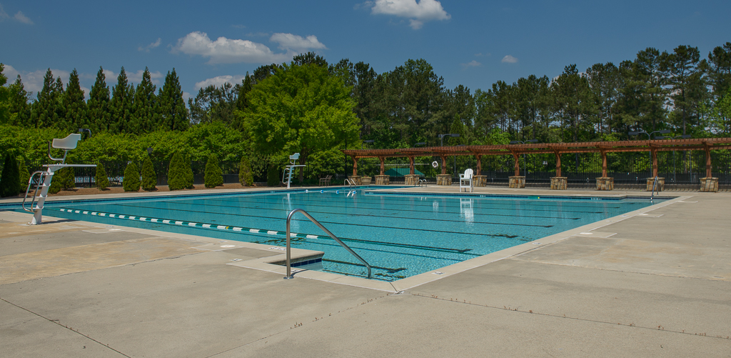 Glen Abbey Pool and Amenities