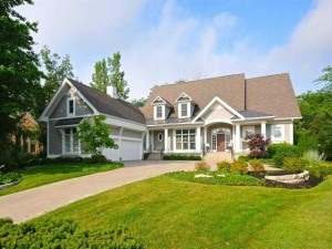 house with large garage