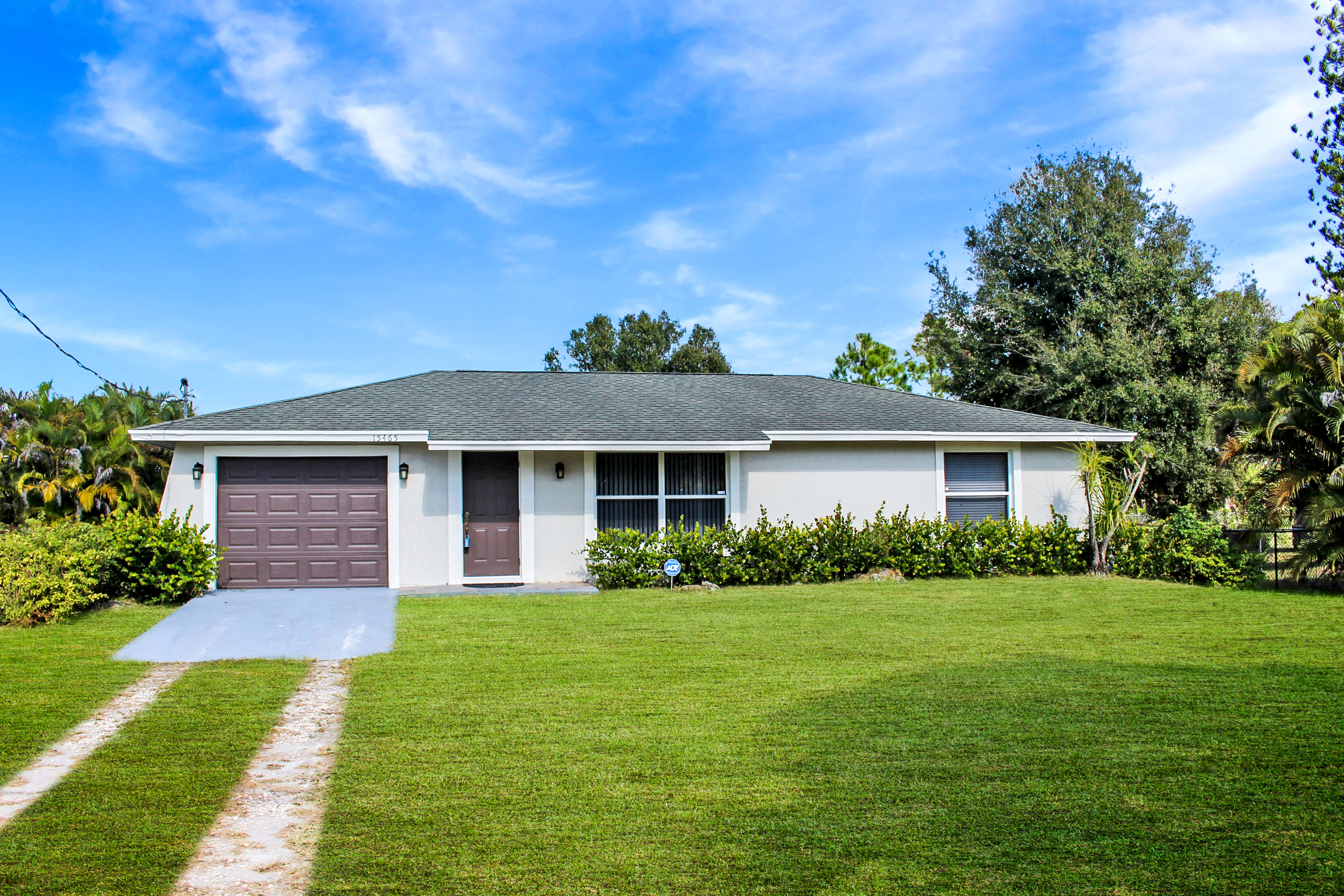 15465 San Diego Dr, Loxahatchee, FL 33470  was sold by top Loxahatchee agents in Loxahatchee Groves