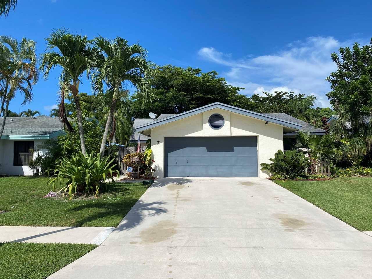 7 Baytree Cir, Boynton Beach, FL 33436 was sold by top Boynton Beach agents in Meadows