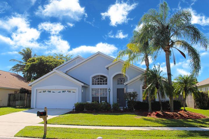 9 Meadows Park Lane, Boynton Beach, FL 33436