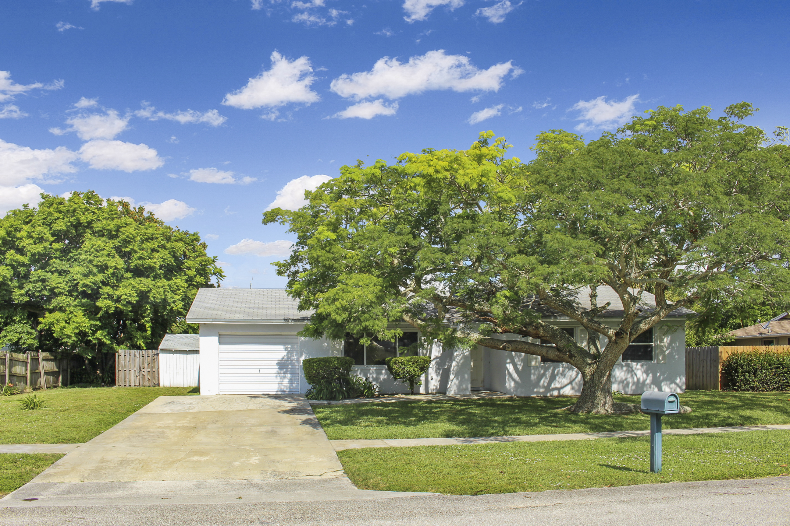 857 Croton Dr, Royal Palm Beach, FL 33411 was sold by top Royal Palm Beach agents in Palm Beach Colony